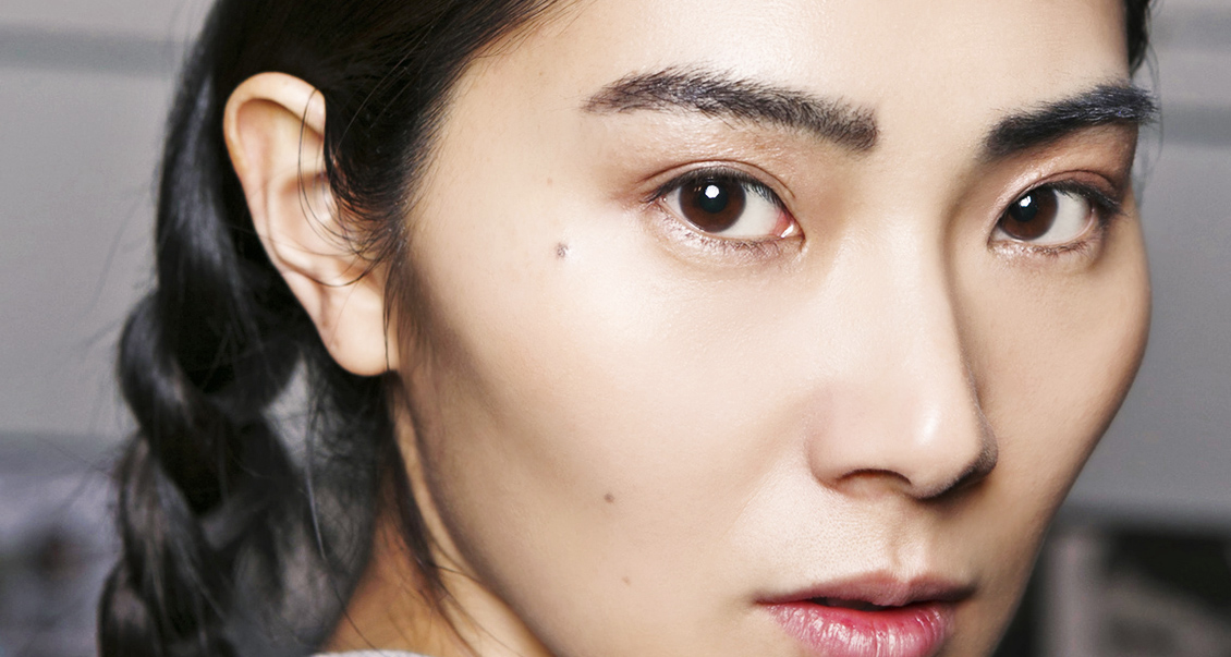 8 Natural Ways To Grow Thicker Eyebrow Hair