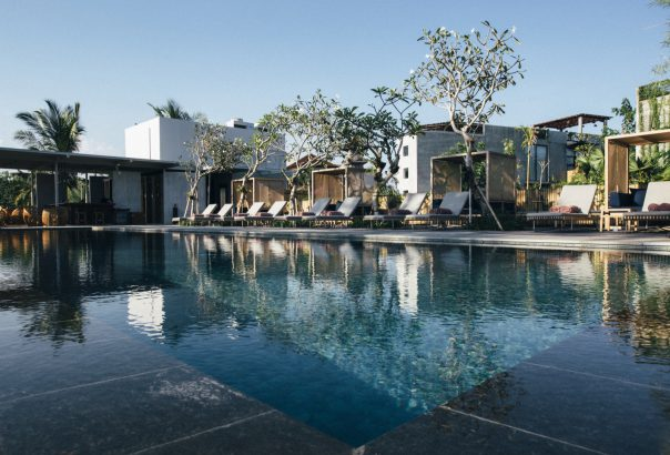 The 8 affordable bali hotels with stunning infinity pools for Best affordable hotels in bali